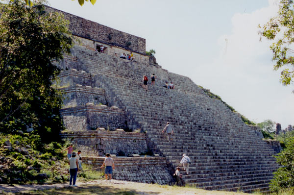 uxmal_great_temple_01.jpg